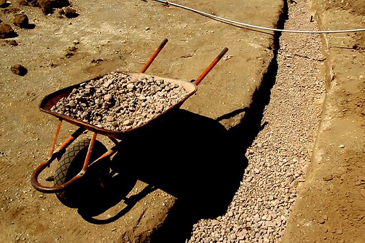 Gravel drainage level